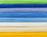 Fils colorés de laine Image stock