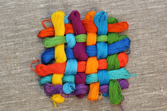 Fils colorés de métier de coton Image stock