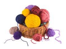 Fils colorés par boules, tricotage de laine Image stock