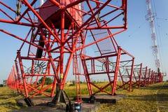 Fils de communication à la tour Liblice d'émetteur radioélectrique dans la République Tchèque Images stock