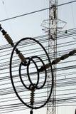 Fils de communication à la tour Liblice d'émetteur radioélectrique dans la République Tchèque Photographie stock libre de droits