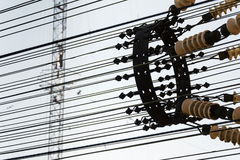 Fils de communication à la tour Liblice d'émetteur radioélectrique dans la République Tchèque Image stock