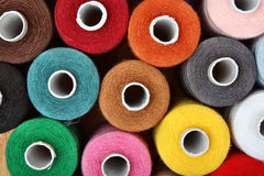 Fils de couture multicolores Photos stock
