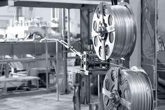 Fils en aluminium dans les bobines image stock