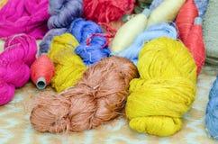 Fils en soie colorés Photos stock