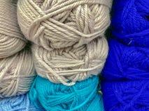 Fils et fil pour la broderie et le tricotage Photographie stock libre de droits