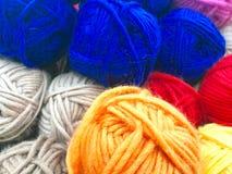 Fils et fil pour la broderie et le tricotage Images libres de droits