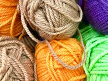 Fils et fil pour la broderie et le tricotage Photos stock
