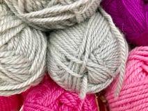 Fils et fil pour la broderie et le tricotage Photo libre de droits