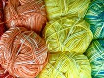 Fils et fil pour la broderie et le tricotage Photographie stock