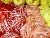 Fils et fil pour la broderie et le tricotage Images stock