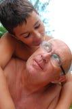 Fils et papa affectueux images libres de droits