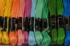 Fils mercerisés multicolores de coton pour la broderie Images libres de droits