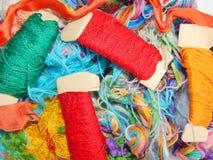 Fils multicolores de soie Texture colorée de fond Photographie stock libre de droits