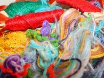 Fils multicolores de soie Texture colorée de fond Image libre de droits