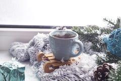 Filt med en kopp kaffe royaltyfria foton
