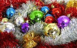 Filterstreifen- und Weihnachten-Baumdekorationen Lizenzfreie Stockbilder