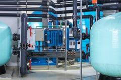 Filtración del agua y sistema modernos de la purificación fotos de archivo libres de regalías