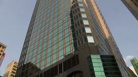 Filtrage vers le bas d'un bâtiment en Hong Kong clips vidéos