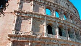Filtraggio al rallentatore del primo piano di Colosseum stock footage