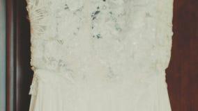 Filtraggio del tiro del dettaglio del vestito da sposa video d archivio