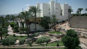 Filtrando sopra gli appartamenti nel posto del turista di Sharm stock footage