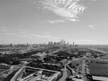 Filtrerad bästa sikt Dallas Downtown för bild från Treenighetdungar med blå himmel för moln arkivfoton