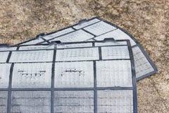 Filtri sporchi dalla polvere del condizionatore d'aria pronti per pulire Immagine Stock