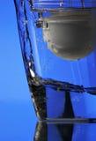 Filtro da acqua su priorità bassa blu Fotografia Stock
