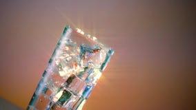 Filtro dalla stella del limone di compressione di vetro di acqua ghiacciata ampio video d archivio