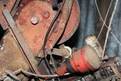 Filtro de aceite rojo fotos de archivo