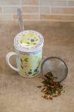 Filtro del tè con tè esotico Fotografia Stock