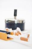 Filtro do cigarro com o cinzeiro no fundo Fotos de Stock Royalty Free