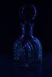 Filtro em um fundo preto que brilha o azul imagens de stock royalty free