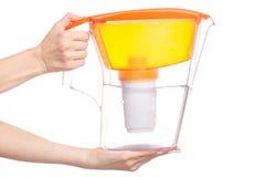 Filtro fêmea das mãos para a água foto de stock