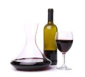 Filtro, garrafa e vidro com vinho tinto Foto de Stock Royalty Free