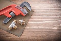 Filtro a maglia dell'acqua degli accessori per tubi della chiave degli idraulici Fotografie Stock Libere da Diritti