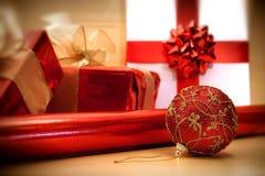 Filtro suave del foco de los embalajes rojos de la Navidad Fotos de archivo