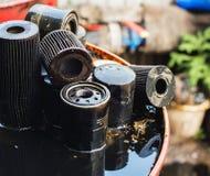 Filtros de aceite usados para la profundidad del campo baja Imagenes de archivo
