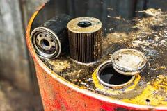Filtros de aceite usados para la profundidad del campo baja Fotos de archivo libres de regalías