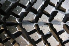 Fim acima da profundidade da superfície do pneumático do terreno da lama de campo rasa Imagem de Stock