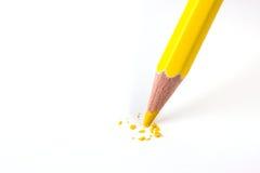 Fim acima da ruptura amarela da cabeça do lápis da cor Fotos de Stock Royalty Free
