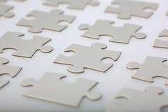 Partes ordenadamente alinhadas do enigma de serra de vaivém Imagens de Stock