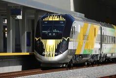 Fim acima de um trem novo de Brightline em Florida imagem de stock royalty free