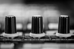 Fim acima do codificador de mistura audio profissional de Digitas imagens de stock royalty free