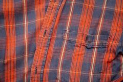 Fim acima do fundo escocês vermelho da camisa foto de stock royalty free