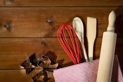 Fim acima do grupo do kitchenware para o pão-de-espécie de cozimento Imagem de Stock Royalty Free