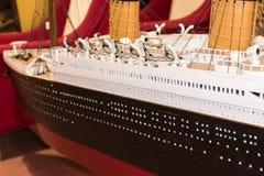 Fim acima do navio modelo plástico, titânico imagem de stock royalty free