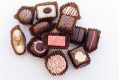 Fim acima dos vários bombons coloridos 4 do chocolat Fotos de Stock