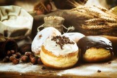 Fim acima Filhóses deliciosas belamente arranjadas com crosta de gelo, s Fotos de Stock